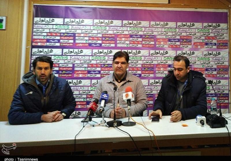 اصفهان، مهاجری: باد اجازه نمی داد دو تیم بازی نمایند
