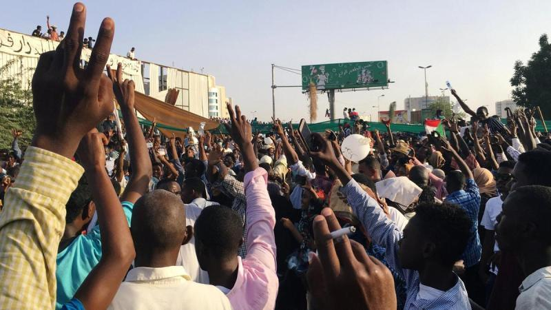 تحصن هزاران سودانی برای انتقال قدرت به غیر نظامیان