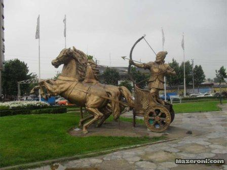 مجسمه ها و سربازان تاریخی ایران را به زباله دانی انداختند